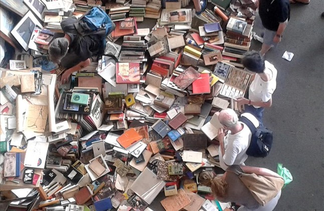biblioteca-albert-rafols-casamada-los-encantes-tarde-del-viernes-1438446213559