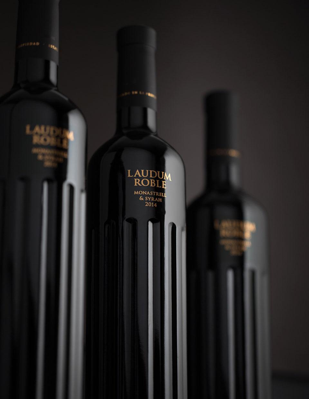 Homenaje a la columna clásica en el packging de vino de Lavernia & Cienfuegos