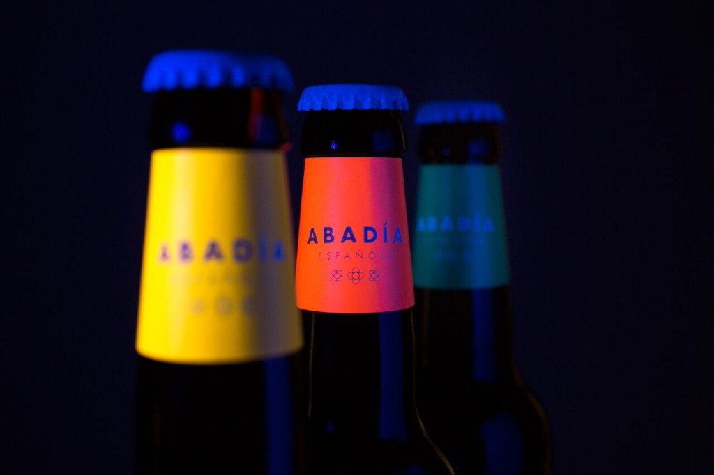 Abadía Española, packaging que fusiona el medievo con el minimalismo y tintas flúor