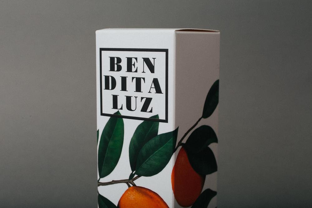 La combinación perfecta de frutas y flores para packaging de cosmética sensorial, por Apartamento