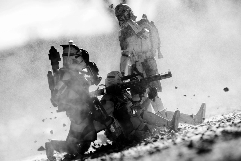 figuras de Star Wars fotografiadas en combate
