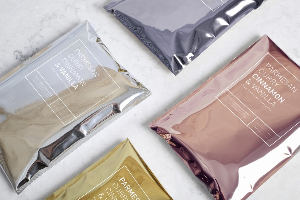 Adivina qué guarda este packaging diseñado por Tatabi Studio - sobres metalizados de colores