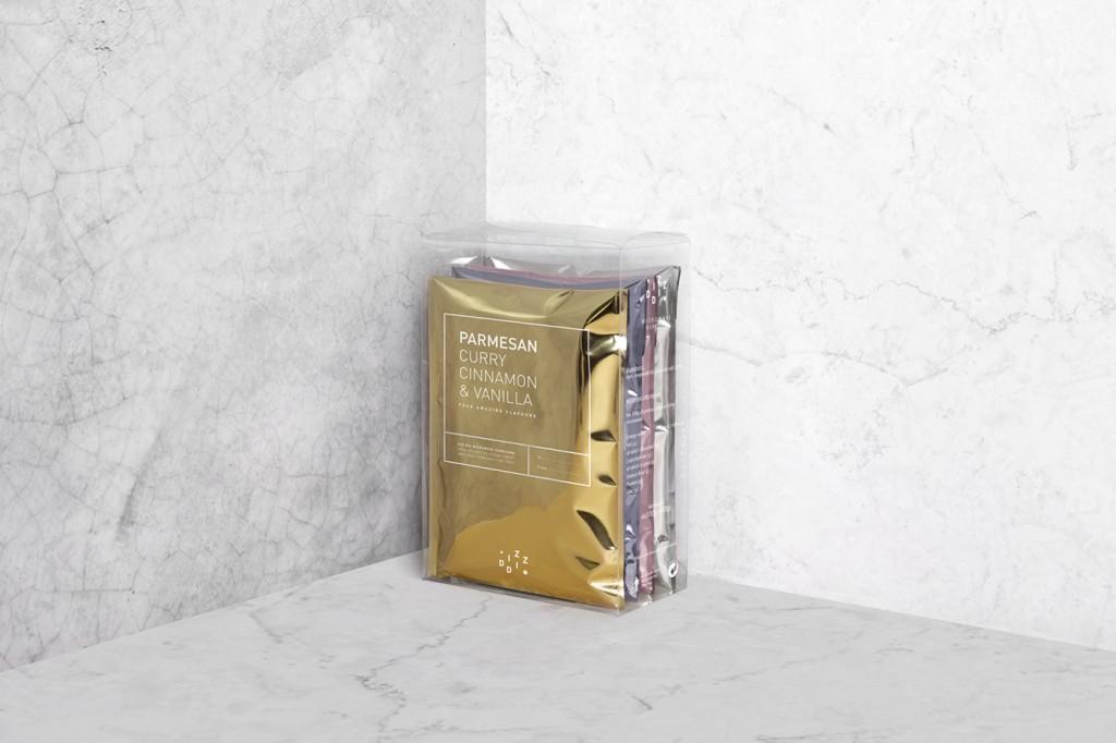 cuatro sobres metalizados en esquina