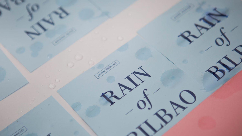 Rain of Bilbao foto del souvenir recién mojado por la lluvia