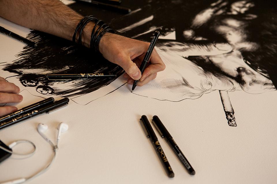 Gabriel Moreno dibujando