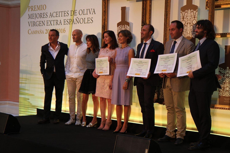 Entrega premios al mejor Aceite de Oliva Virgen Extra junto a la ministra Isabel García Tejerina