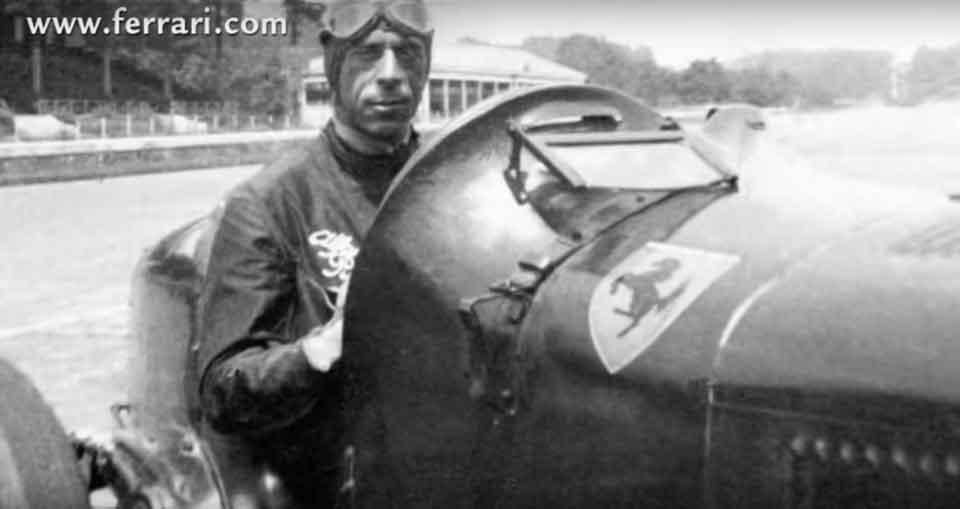 caballo-sobre-coche-de-carreras - ¿Quién diseñó el logo de Ferrari?
