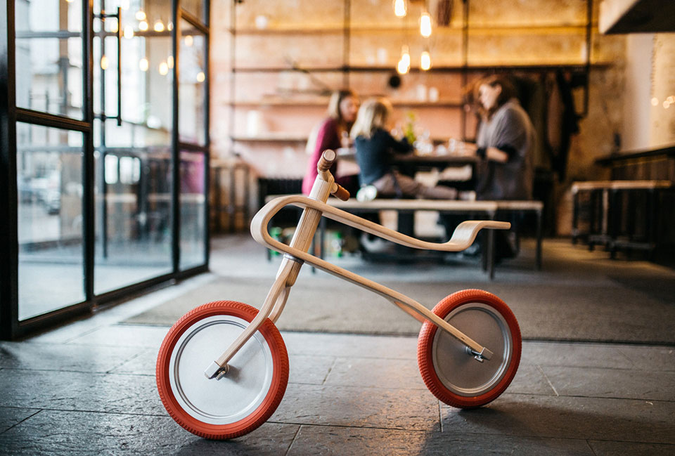 Brum Brum, la bicicleta de madera para niños1