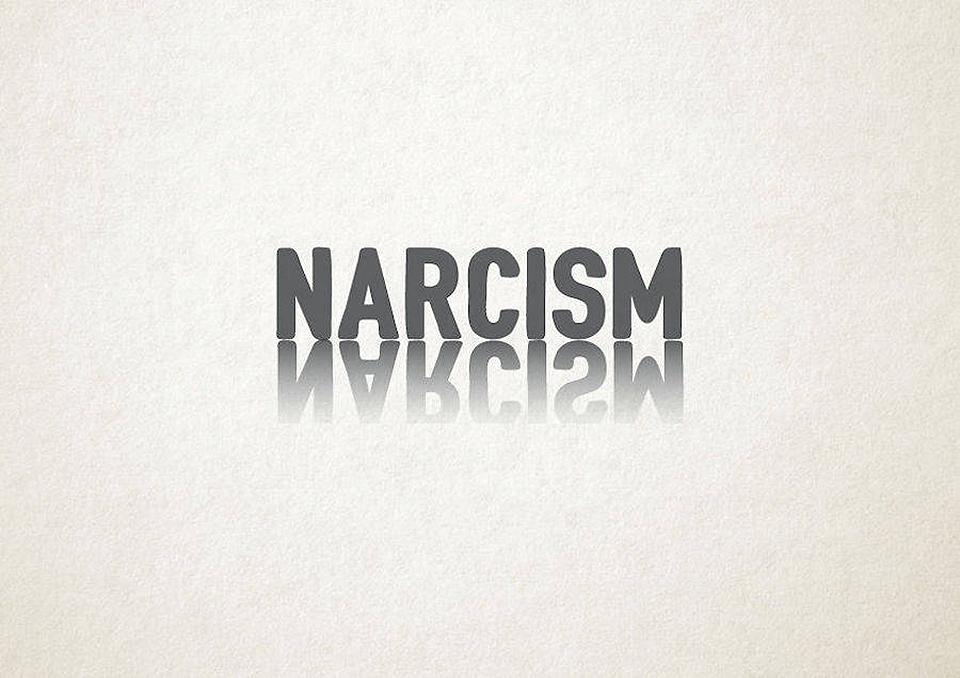 Esto es lo que pasa cuando la tipografía se transforma en trastornos mentales - narcisismo