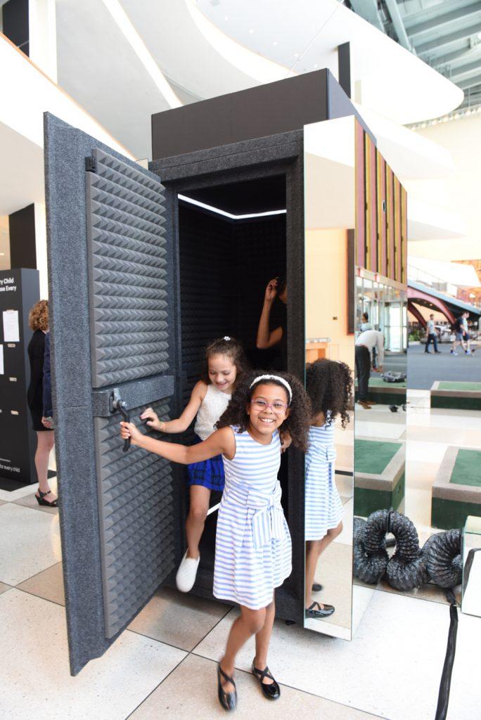 'Time Machine', la máquina del tiempo de Unicef que promete transportarte a la infancia -17
