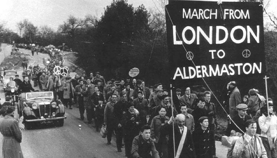 Imágenes de la marcha pro desarme nuclear de 1958.
