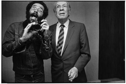 Vasco Szinetar, el fotógrafo a la caza de selfies con grandes figuras de la cultura