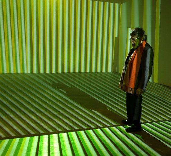 El artista Cruz-Díez en su propia exposición