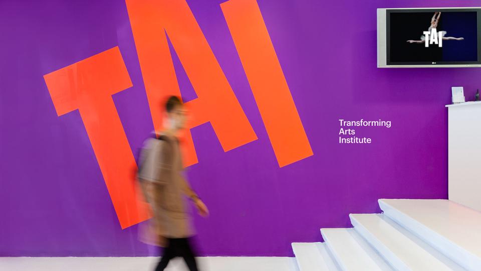 ¿Cómo debería ser la identidad de una escuela de diseño creativa? Aquí la propuesta de Erretres - 4