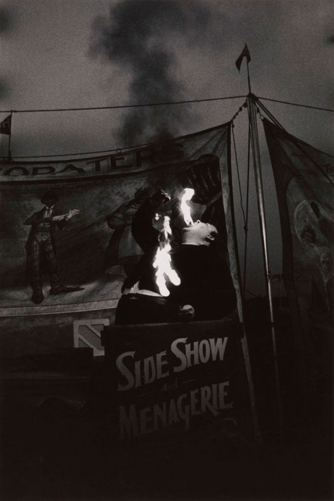 Diane Arbus, Fire Eater at a carnival
