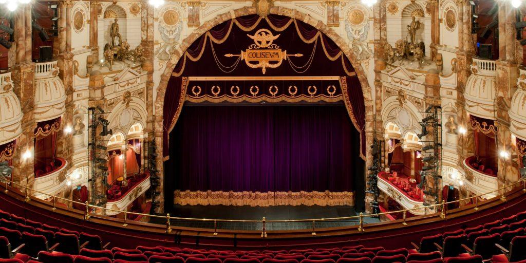 El t mido redise o de la identidad de la english national for Balcony novello theatre