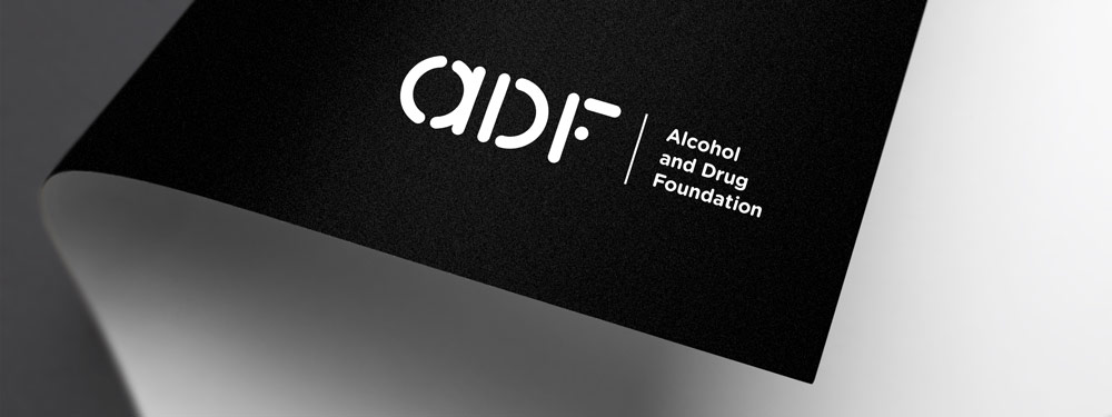 La identidad de la Fundación Australiana contra la droga (ADF) rediseñada por Saffron - logo