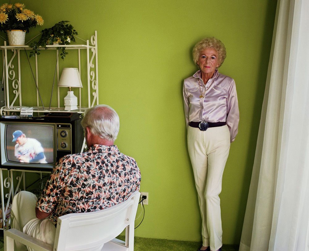 'My mother posing for me' de la serie de Larry Sultan 'Pictures from home'