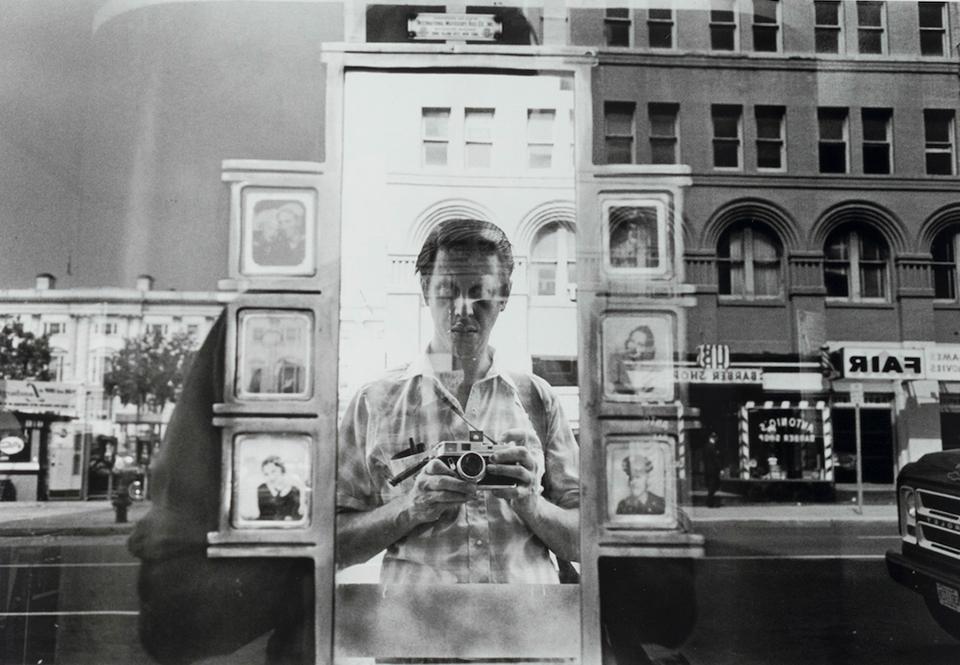 """Autorretrato Lee Friedlander, fotógrafo de """"paisaje social"""""""