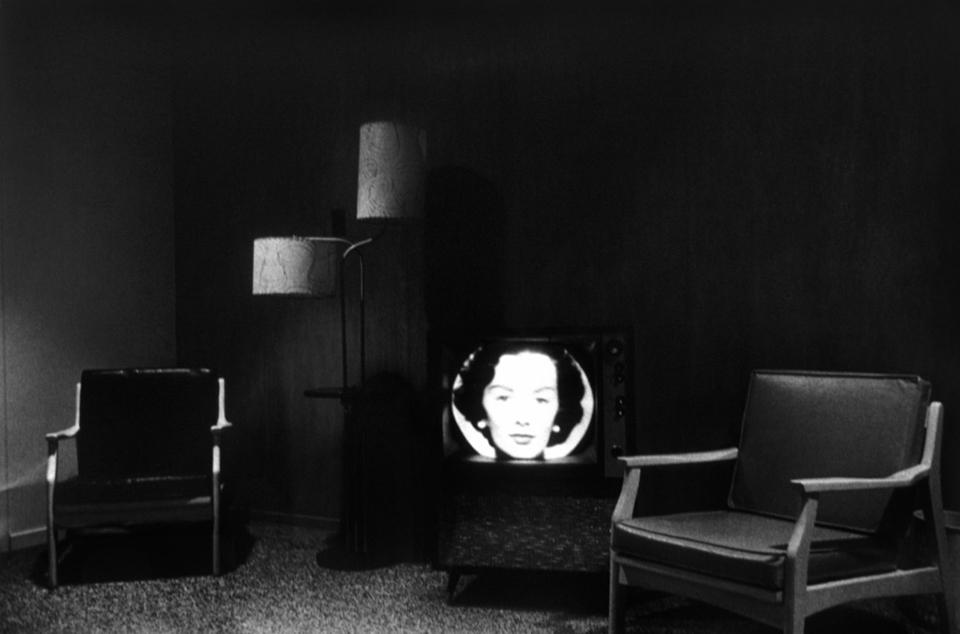 Televisión en una habitación de hotel, por Lee Friedlander