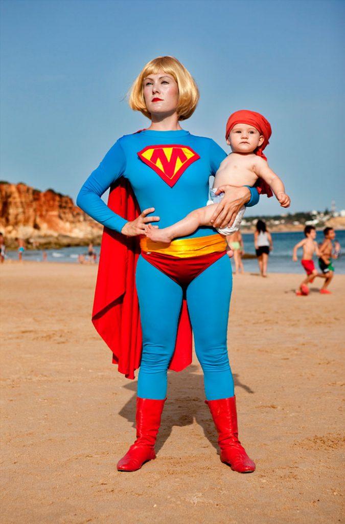 Mujeres-Mirando-Mujeres_Veronica-Ruth-Frias-Super-Woman