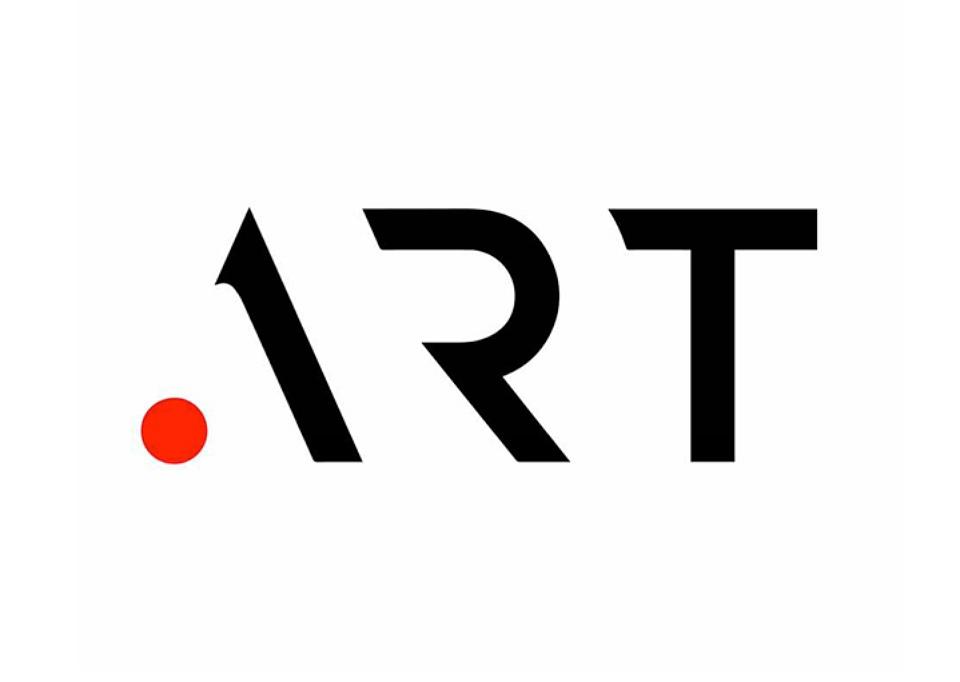 La identidad de .ART, diseñada por Interbrand Londres, reduce cada uno de los caracteres a su mínima expresión mientras que el punto inicial, que hace referencia al nuevo dominio, es el único que aporta color a la identidad.