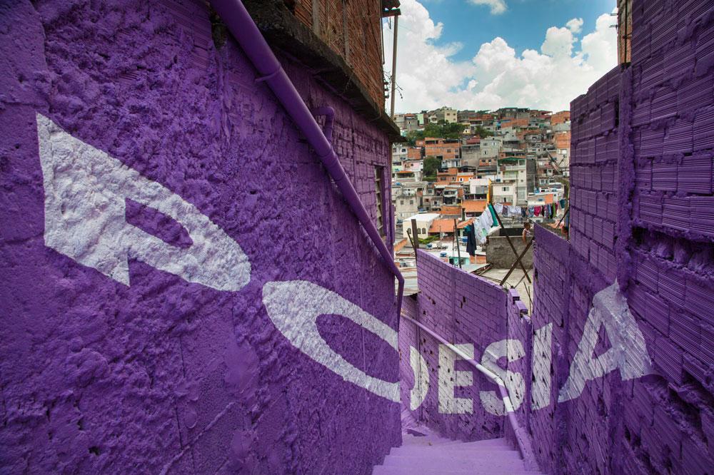 Boa Mistura regresa a las favelas para llenar de color los callejones de Vila Brasilândia