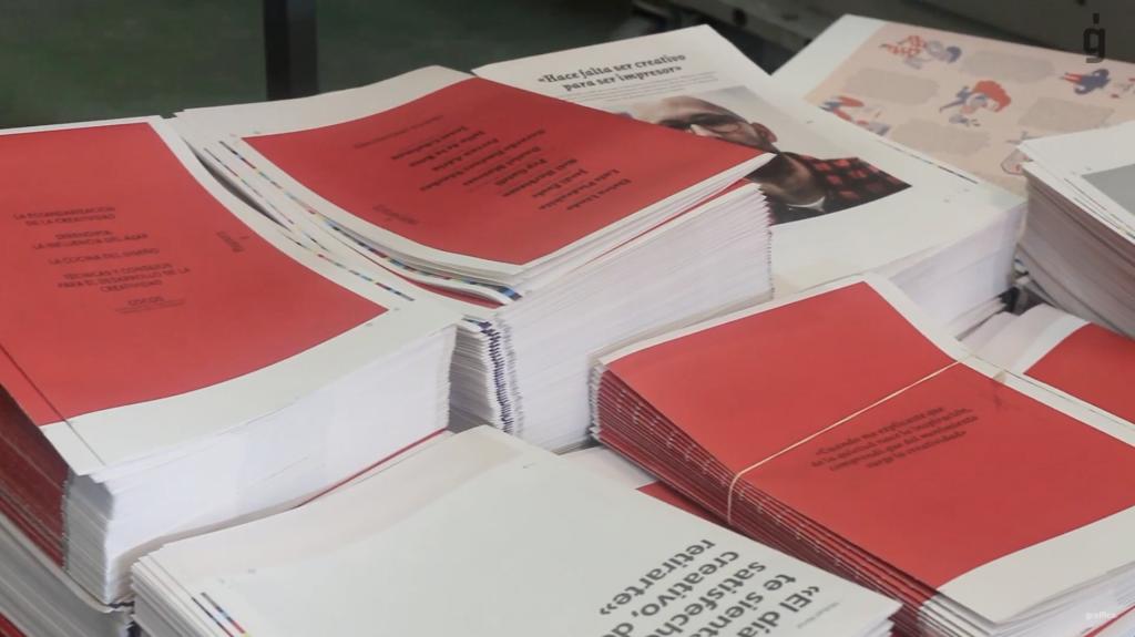 4.000 portadas diferentes, tinta blanca digital,… Así se hizo Gràffica #4 - 6