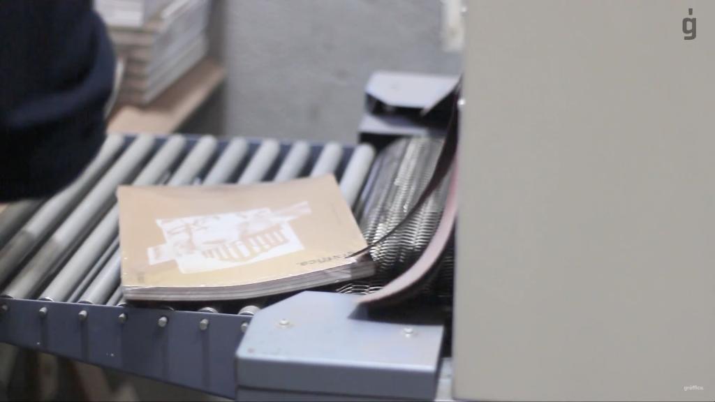 4.000 portadas diferentes, tinta blanca digital,… Así se hizo Gràffica #4 - 10