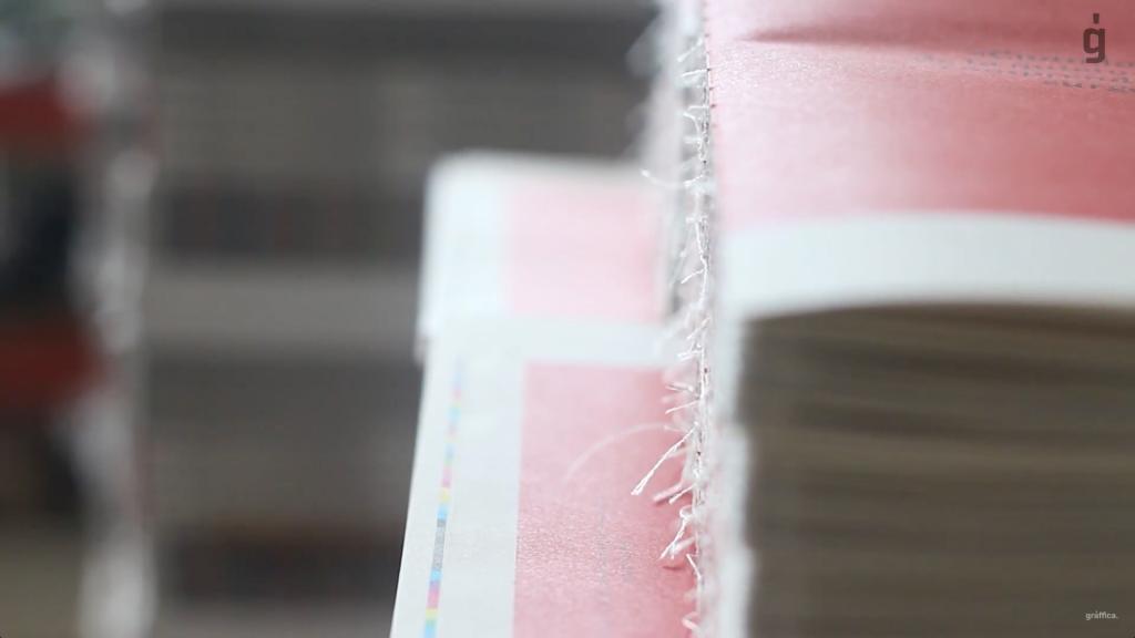 4.000 portadas diferentes, tinta blanca digital,… Así se hizo Gràffica #4 - 12