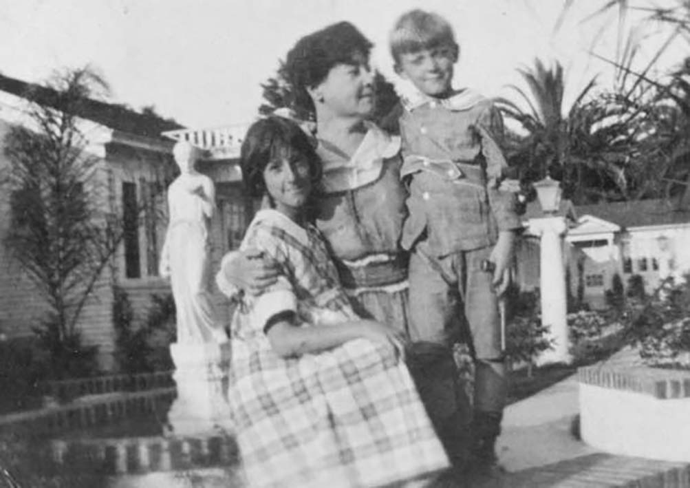 Alice Guy and children
