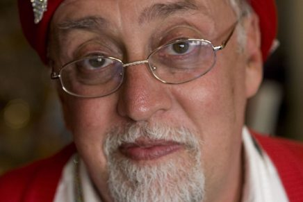 Gilbert Baker, 'padre' de la bandera arcoíris LGTB, fallece a los 65 años