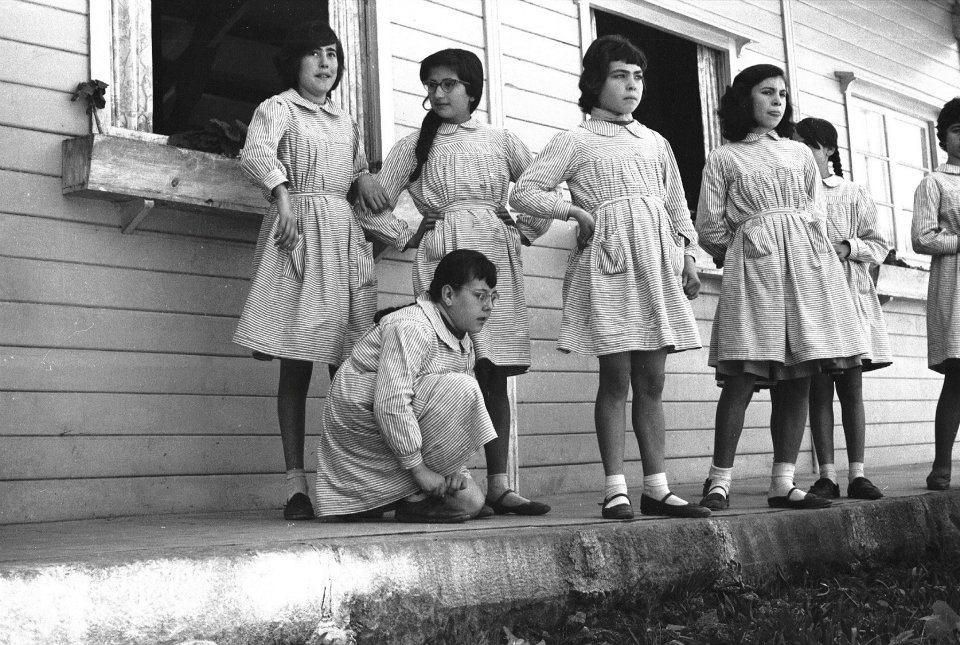 Alumnas de la escuela Carmen Tronchoni, por Milagros Caturla