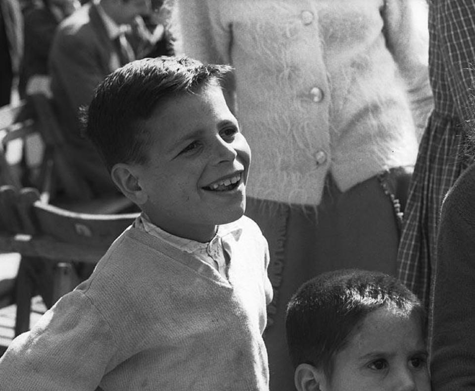 Retrato niño sonriendo por Milagros Caturla