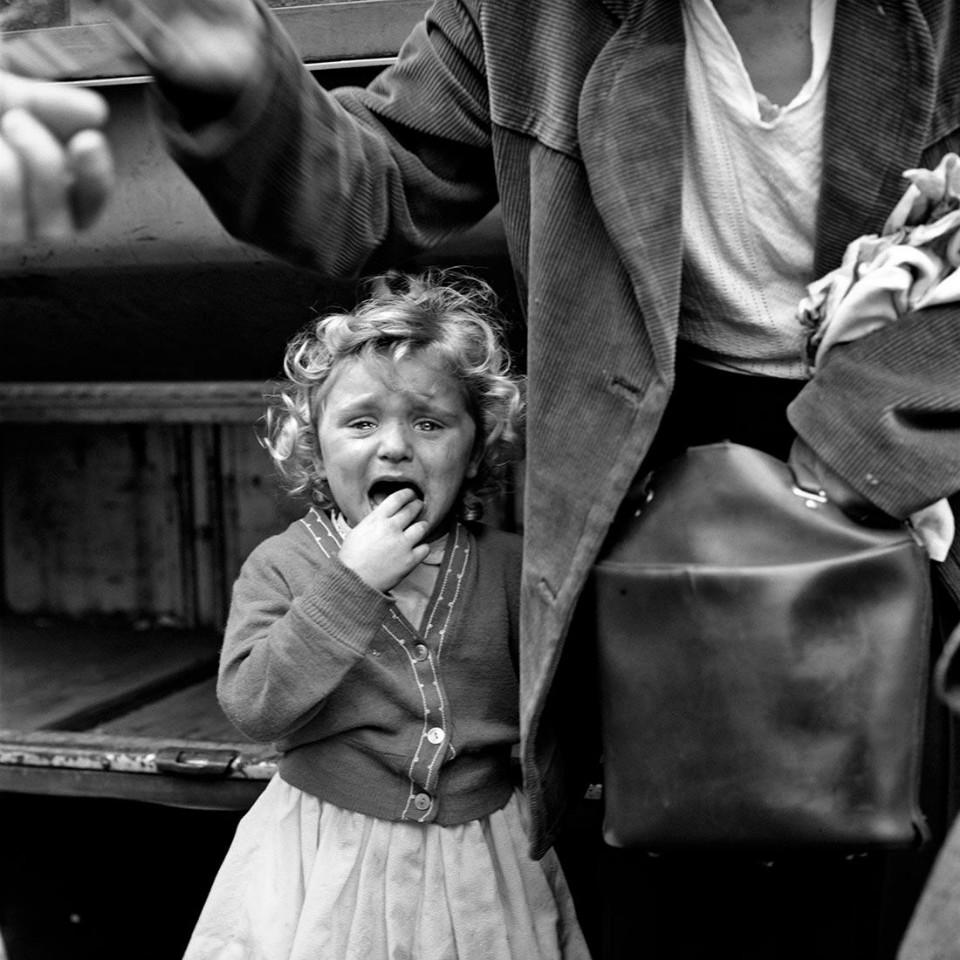 Fotografía niña llorando, por Vivian Maier