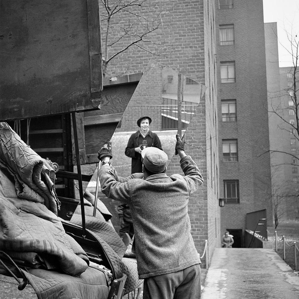 Autorretrato de Vivian Maier a través de un espejo