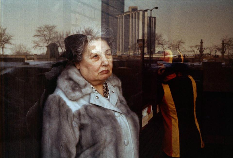 Retrato social mediante el reflejo, por Vivian Maier