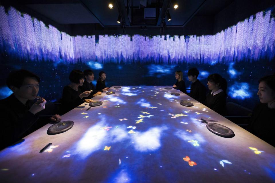 Las instalaciones interactivas de TeamLab convierte al Sagaya en un restaurante multisensorial