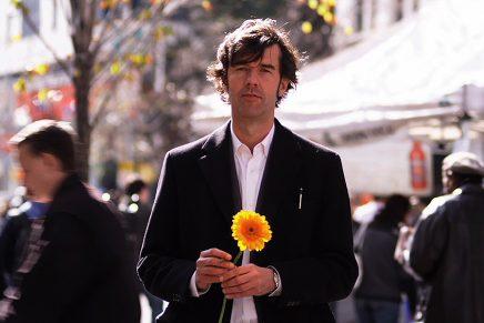 El conocido diseñador Stefan Sagmeister trae a Europa su documental sobre la felicidad