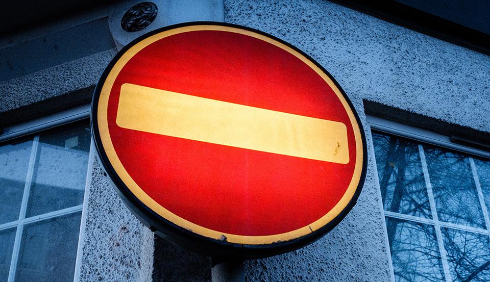software ilegal simbolo stop 002