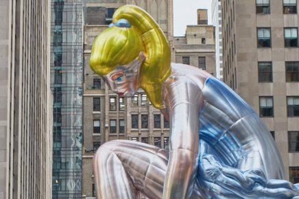 Una enorme bailarina hinchable invade Rockefeller Center