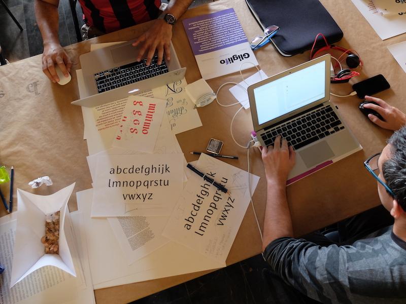 Alumnos de Glíglifo creando sus propias tipoografías