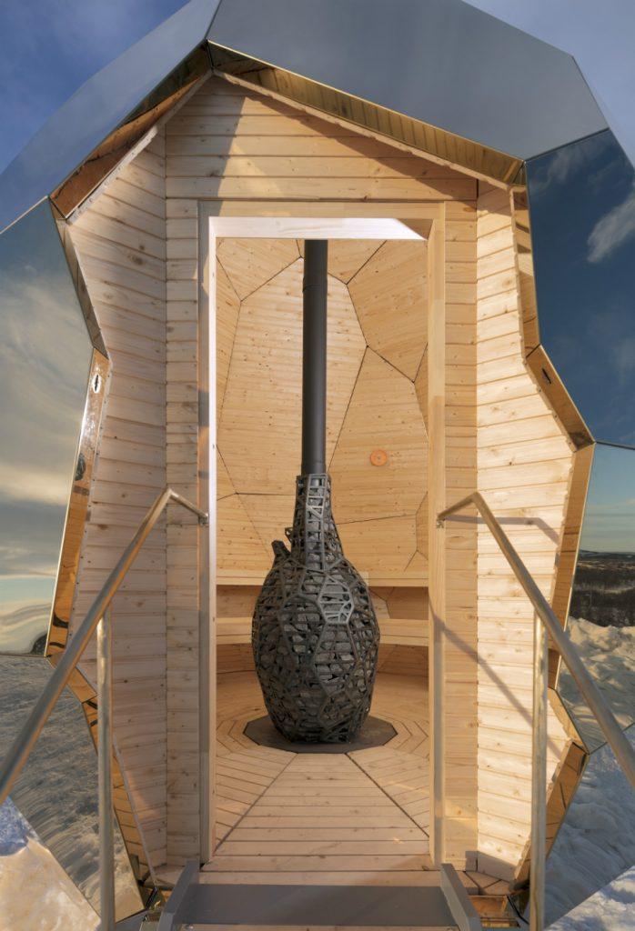 El calor del interior de la sauna es proporciona por un quemador en forma de corazón