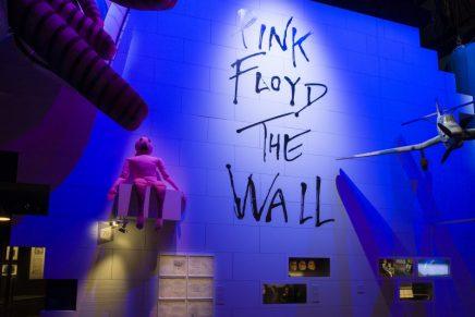 'Pink Floyd: sus restos mortales': el legado de la banda en el museo Victoria & Albert de Londres