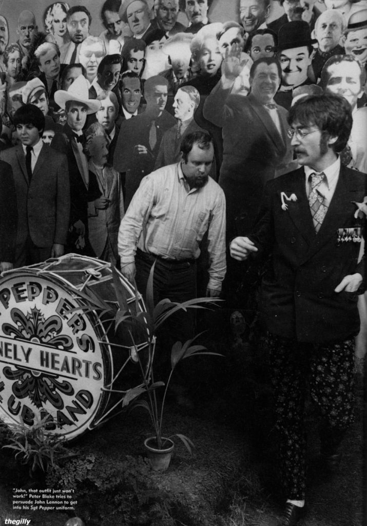 Preparando la portada de 'Sgt. Pepper's Lonely Hearts Club Band'