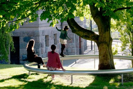 'OUI', una instalación al aire libre dedicada a conectar personas