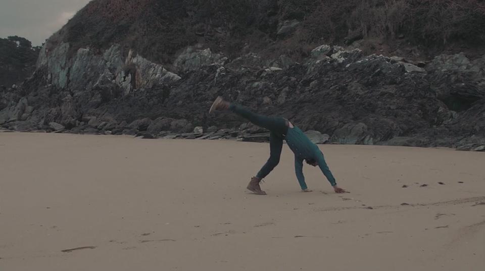 Waves cortometraje bailando hacia abajo 003