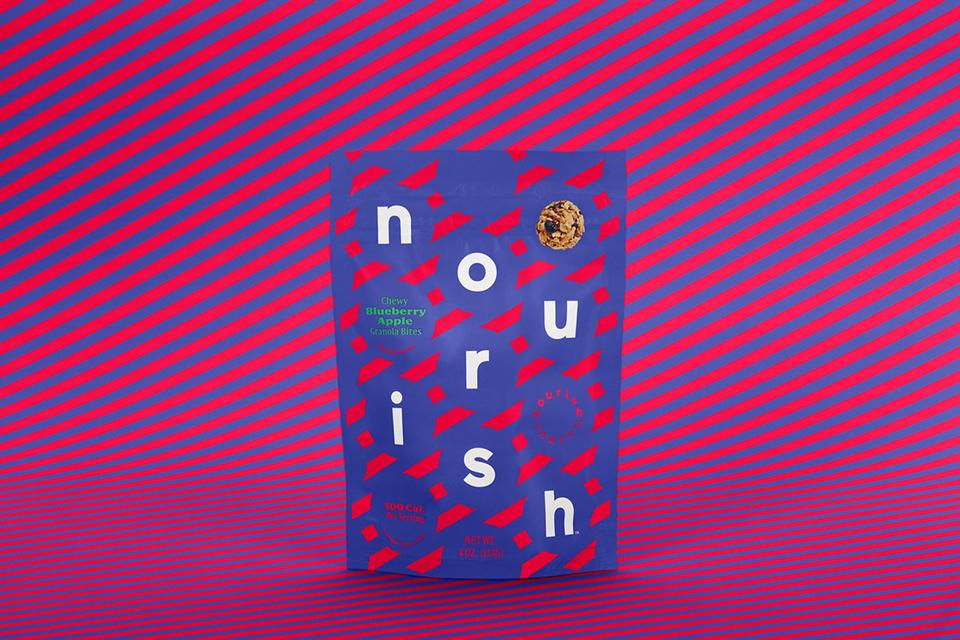 Líneas de colores vivos protagonizan el rediseño del packaging de Nourish Snacks