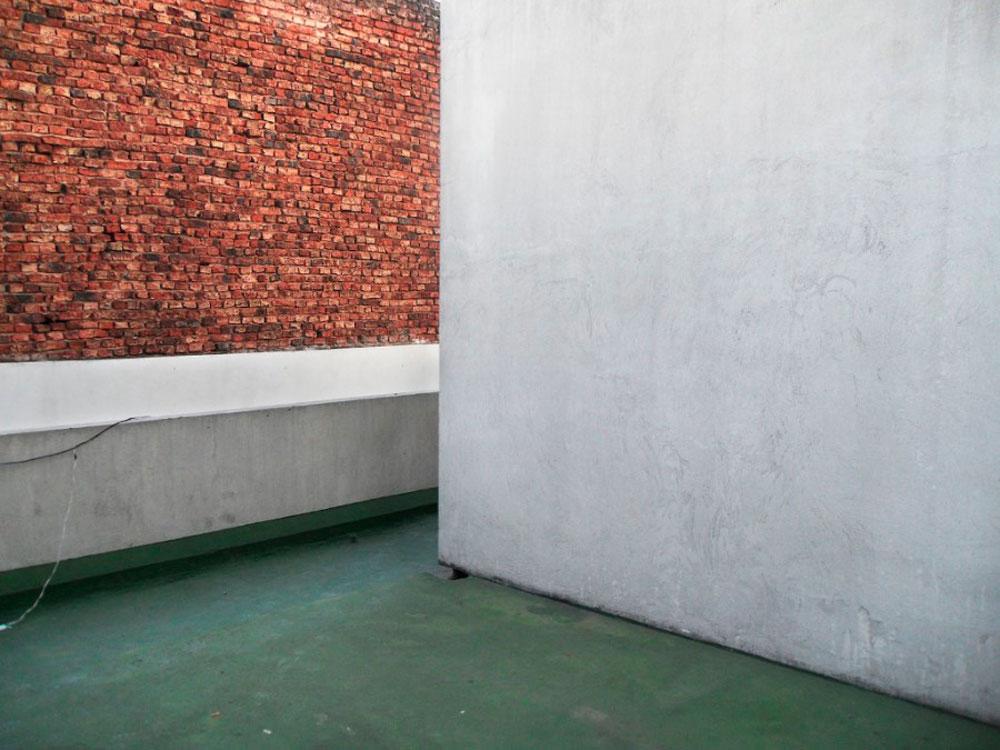 Marcela Astorga, una estética del derrumbe o cuando las paredes al fin hablan