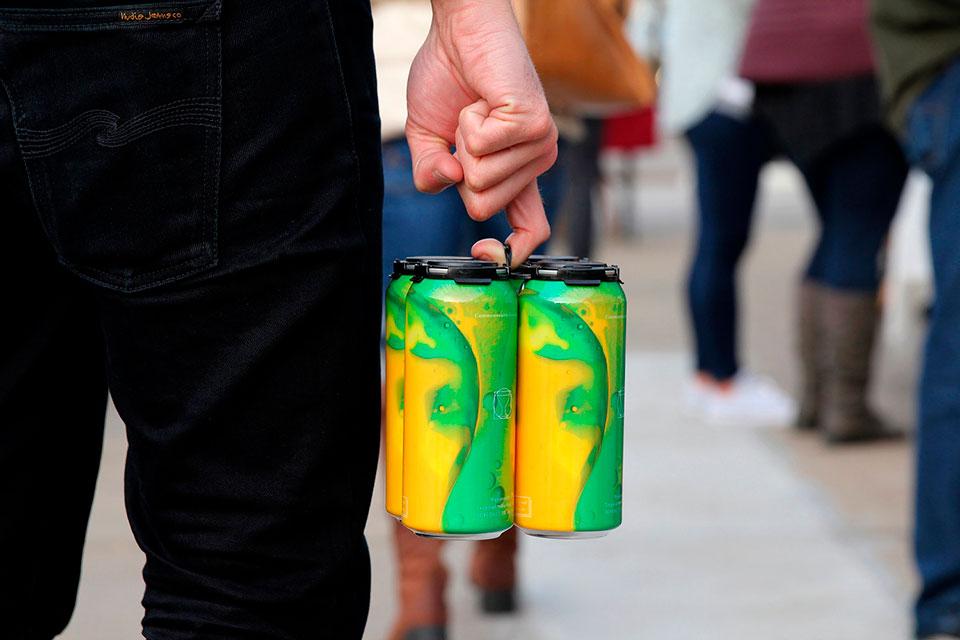 packaging cerveza Colore verde y amarillo 2